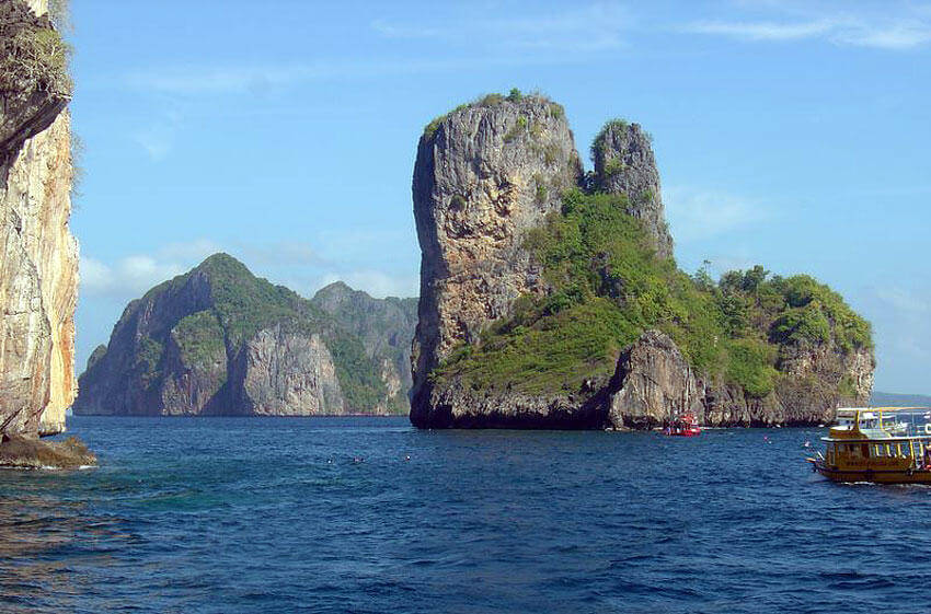 Bida Nok and Bida Nai Islands