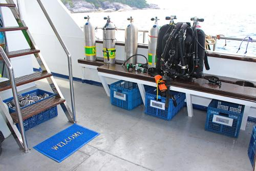 Bavaria Liveaboard - Dive Deck