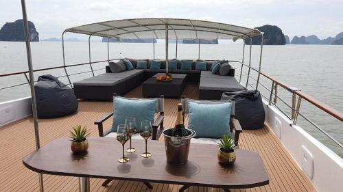 Siam Princess - Phuket Boat Charter
