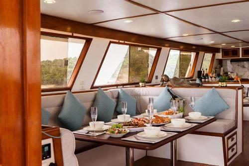 Siam Princess Salon - Phuket Boat Charter