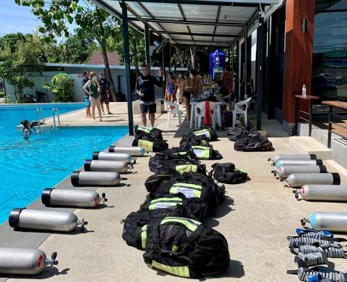 Dive Equipment and Scuba Tanks