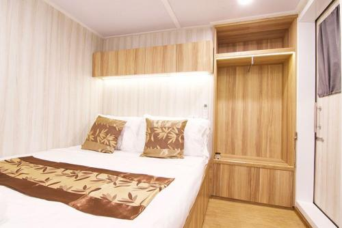 Deep Andaman Queen Deluxe Double Cabin