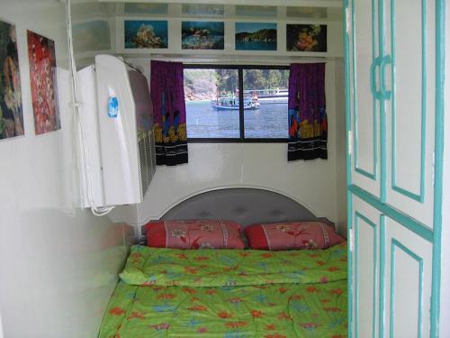 Dolphin Queen - Upper Double Cabin