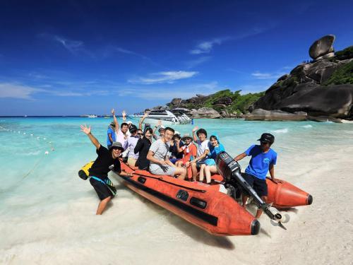Hallelujah - Similan Beach Visit