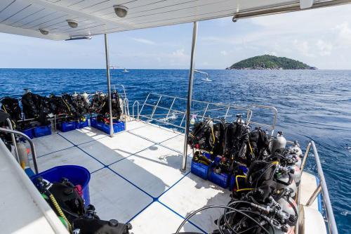 Pawara - Dive Deck