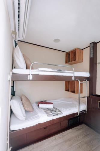 PeterPan Deluxe Bunk Cabin Upper Deck A1, A2