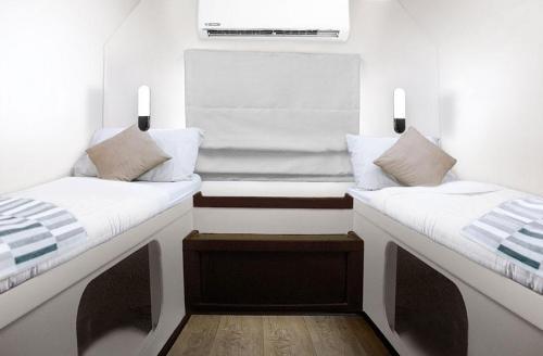 Peter Pan Deluxe Twin Bed Cabin Main Deck B1-B5
