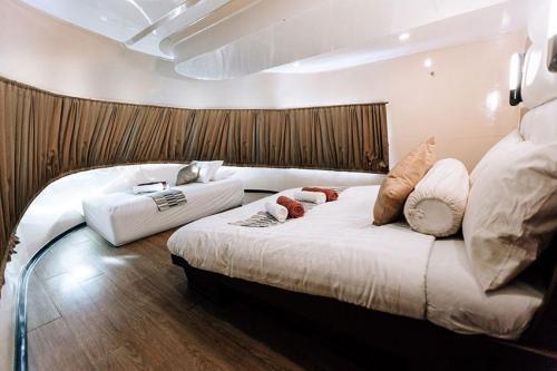 PeterPan VIP Master Cabin Main Deck V1