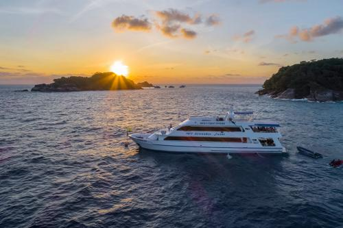 Sawasdee Fasai - Similan Islands Sunset