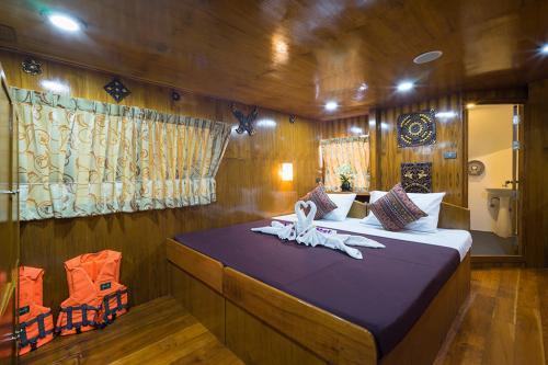 Sawasdee Fasai - Master Cabin