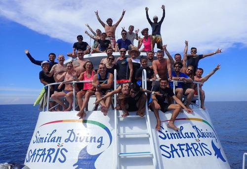 Similan Explorer - Happy Divers!